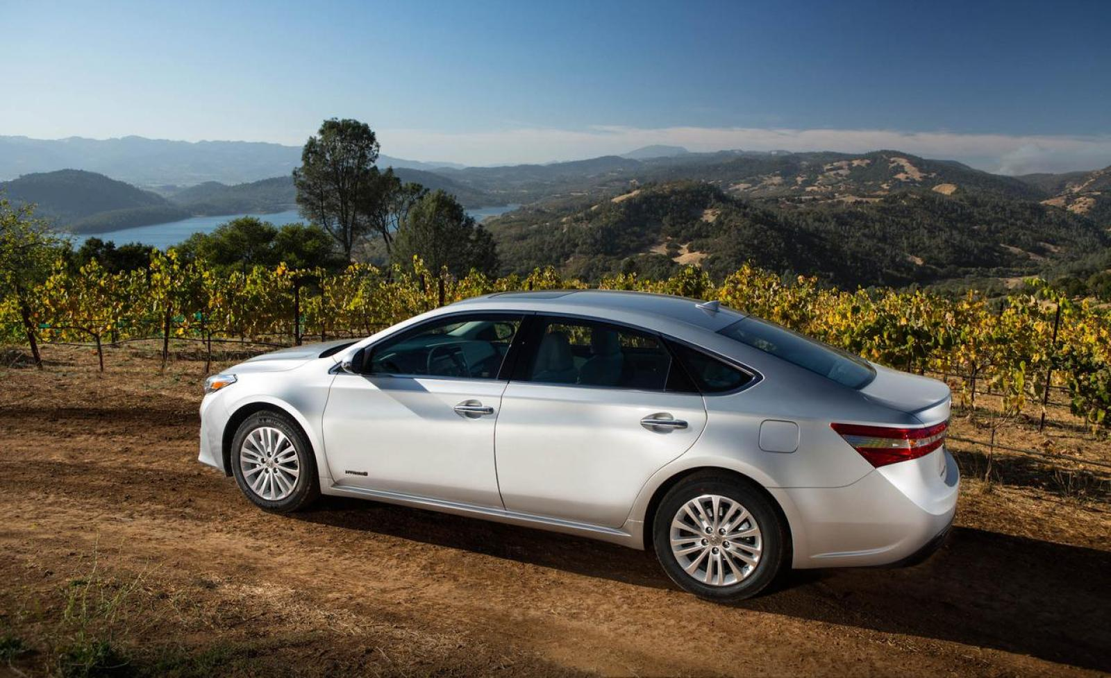 2013 toyota avalon hybrid information and photos zombiedrive. Black Bedroom Furniture Sets. Home Design Ideas