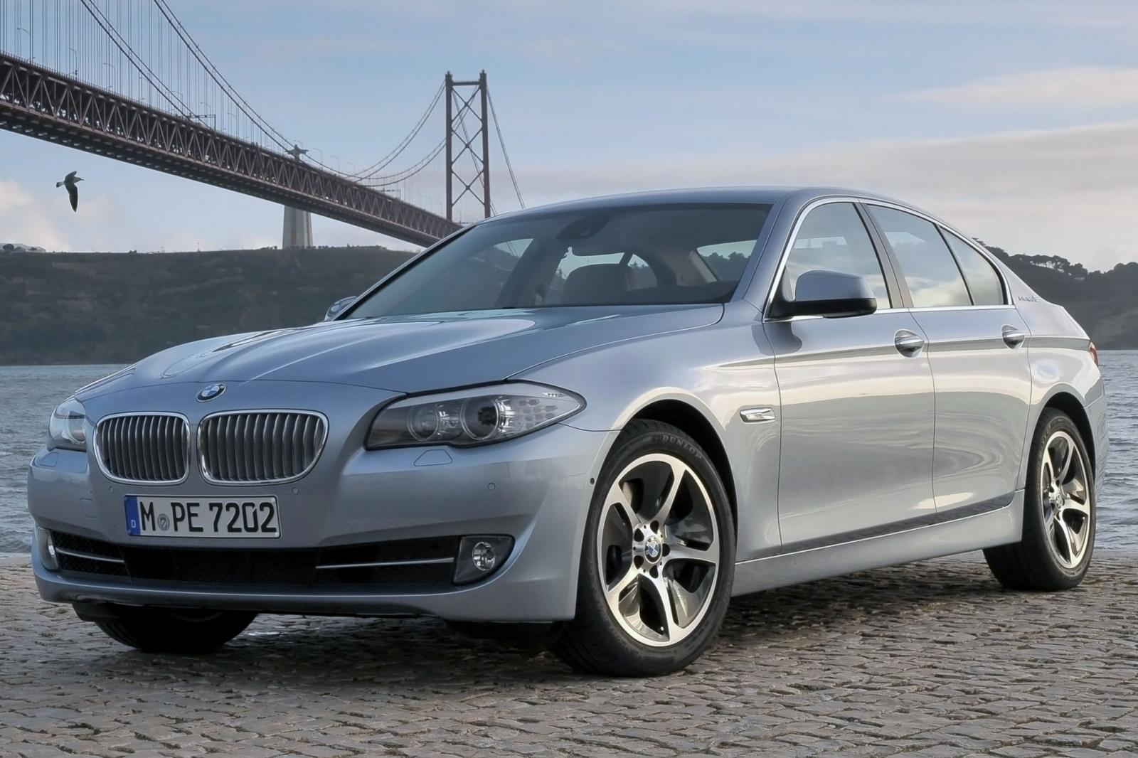 2013 bmw 5 series information and photos zombiedrive. Black Bedroom Furniture Sets. Home Design Ideas