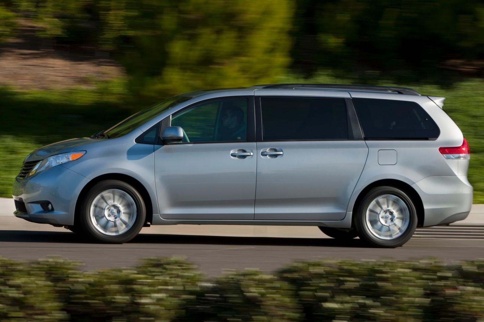 2014 toyota sienna information and photos zombiedrive. Black Bedroom Furniture Sets. Home Design Ideas