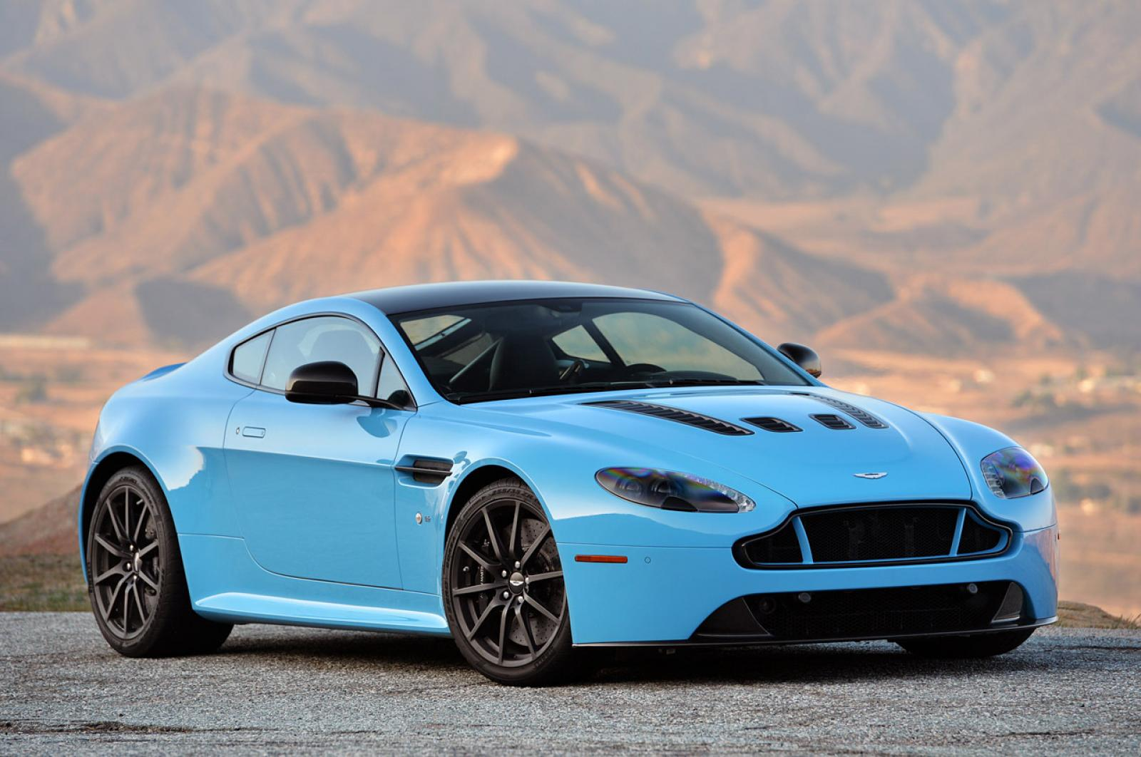 2015 aston martin v12 vantage s information and photos zombiedrive. Black Bedroom Furniture Sets. Home Design Ideas