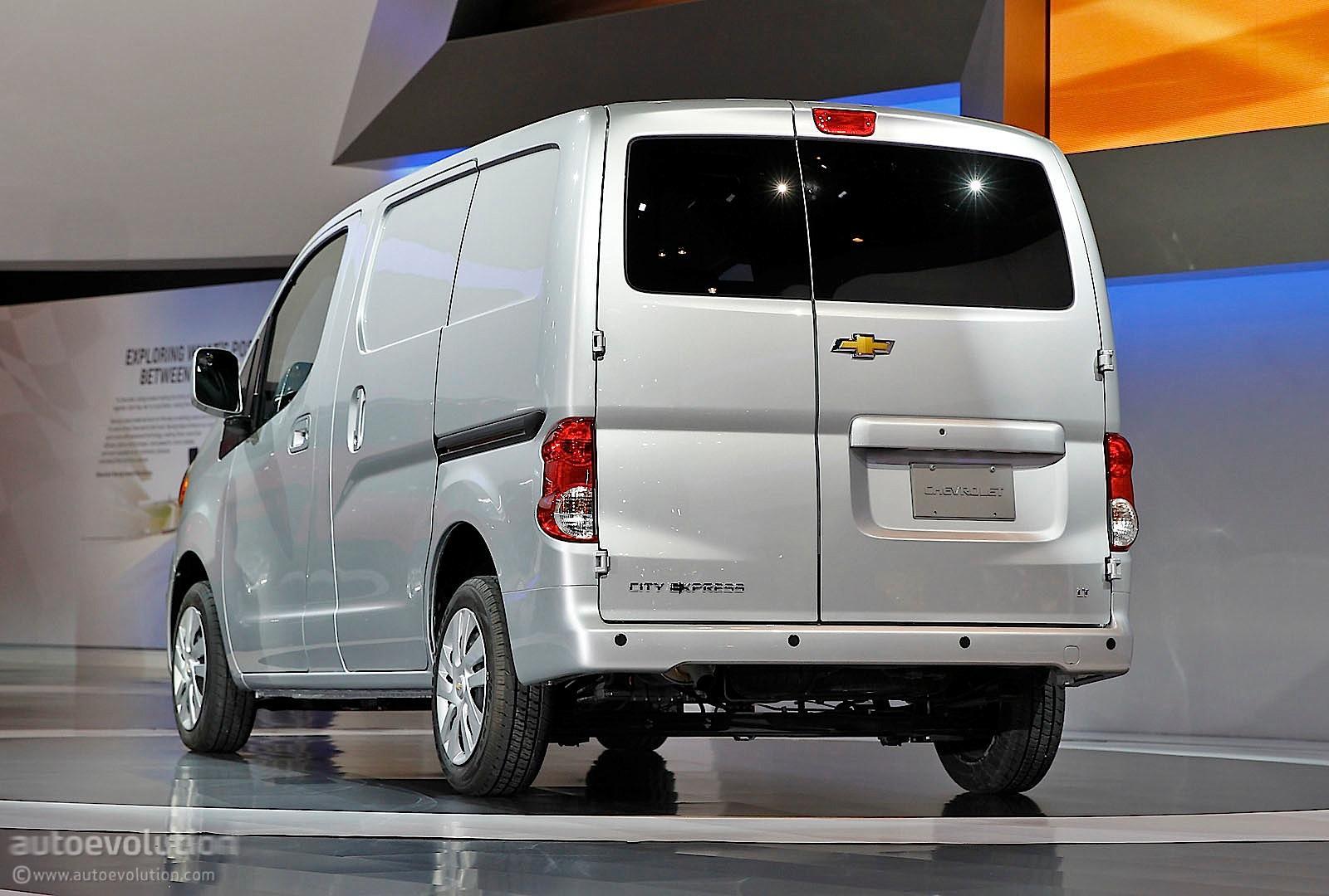 2015 Chevrolet Express Cargo - Information and photos ...