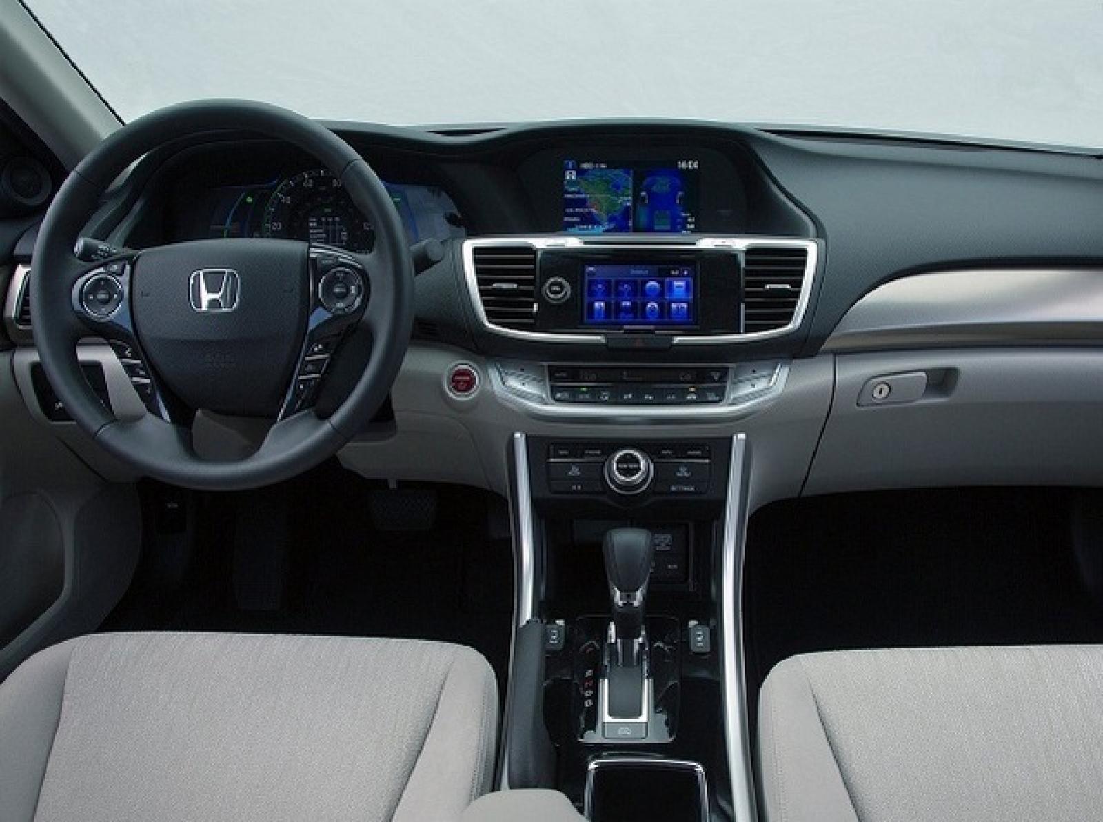 2017 Honda Accord Hybrid 11