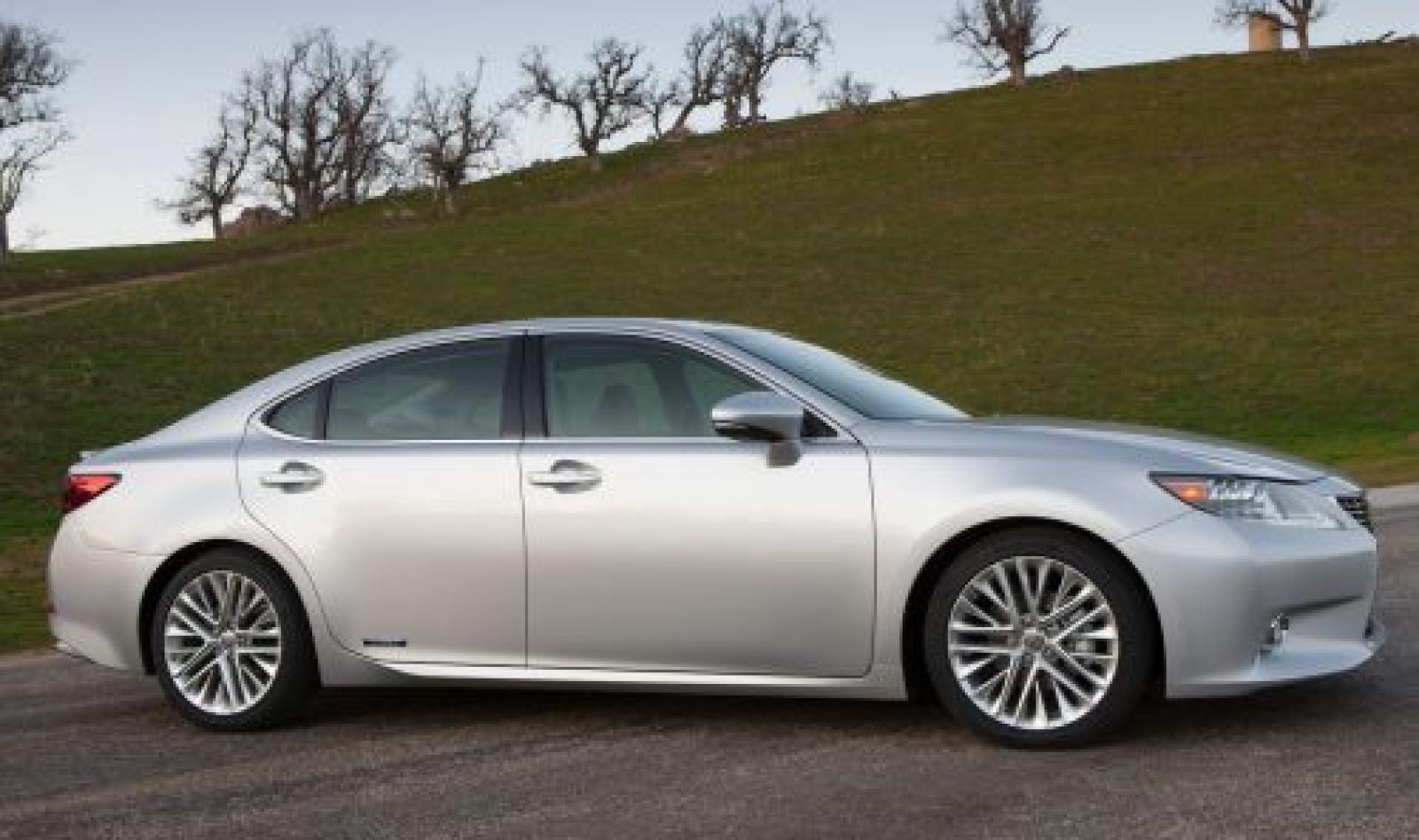 2015 Lexus ES 300h Information And Photos ZombieDrive