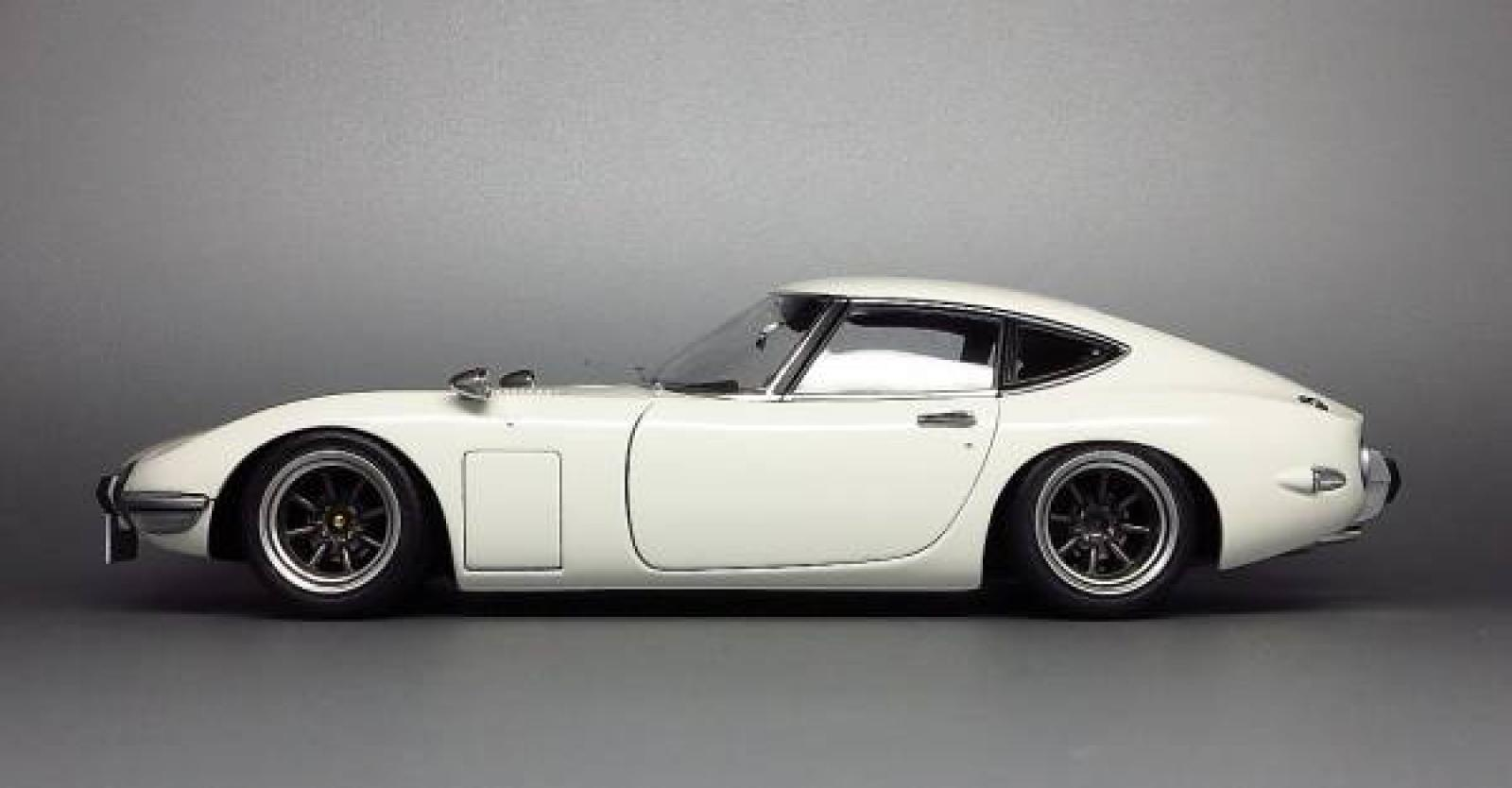 the iconic bond toyota 2000gt. Black Bedroom Furniture Sets. Home Design Ideas