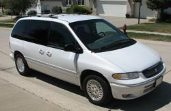 1997 Chrysler Town and Country #9