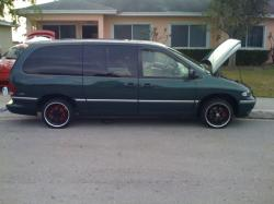 1998 Chrysler Town and Country #2