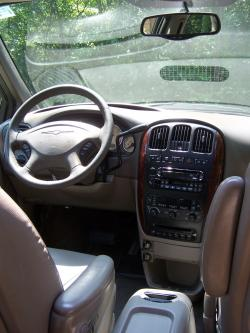 2003 Chrysler Town and Country #25