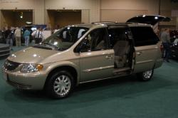 2003 Chrysler Town and Country #21