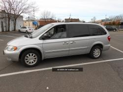 2003 Chrysler Town and Country #26