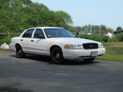 2004 Ford Crown Victoria #24