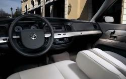 2010 Mercury Grand Marqui interior #4