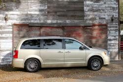 2011 Chrysler Town and Country #14