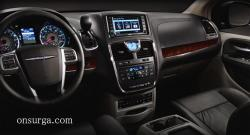 2012 Chrysler Town and Country #19