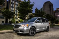 2014 Chrysler Town and Country #8