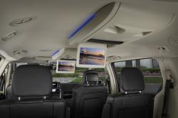 2016 Chrysler Town and Country #12